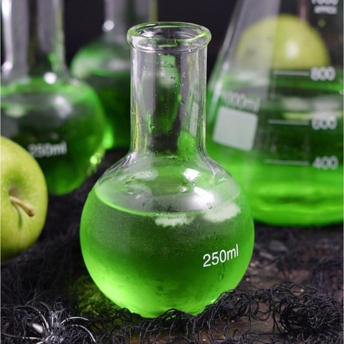 Poison_Apple_Cocktail_for_Halloween.jpg