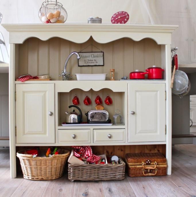 DIY_kids_kitchen.jpg