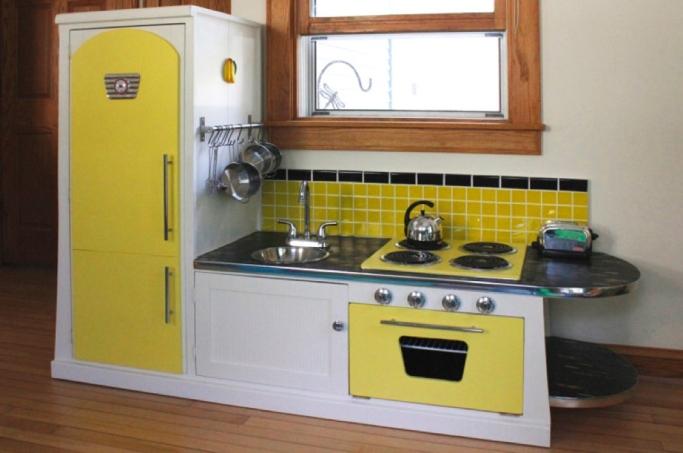 DIY_play_kitchen_yellow.jpg